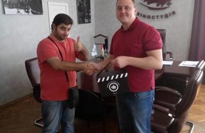 Председатель правления Одесской киностудии Андрей Осипов наградил победителя фотоконкурса # Вере125