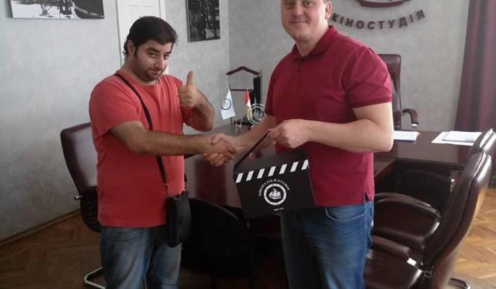 Голова правління Одеської кіностудії Андрій Осіпов нагородив переможця фотоконкурсу#Вере125