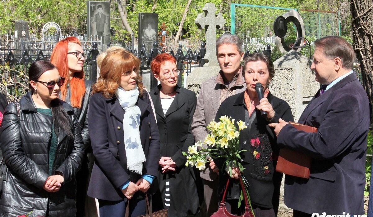 В рамках проекта «Пантеон Одессы» состоялось открытия памятника летописцу города Александру Дерибасу